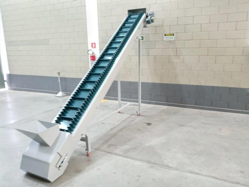 Transportador de elevação de produtos